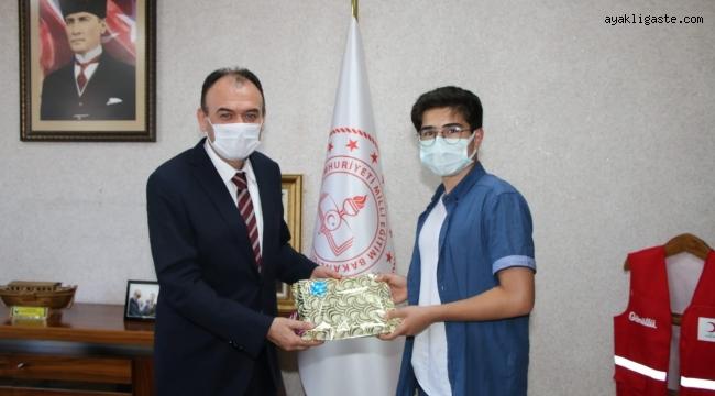 """Kayseri'de LGS Türkiye birincisi Tanrıkulu başarının sırrını paylaştı """"Cep telefonundan ve internetten uzak durdum"""""""