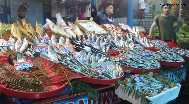 Fiyatlardaki düşüş, balıkçıların yüzünü güldürdü