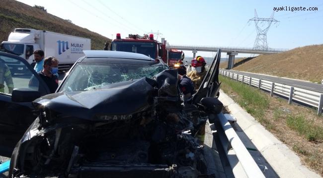 Tuzla'da lüks cip ile kamyonet birbirine girdi: 2 yaralı