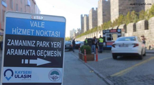 """Kayseri Büyükşehir'in """"park et-vale"""" uygulamasına vatandaşlardan yoğun ilgi"""