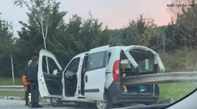 Kartal'da otomobil bariyerlere saplandı